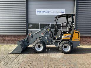 új GIANT G2300 HD minishovel / kniklader NIEUW €465 LEASE kerekes rakodó